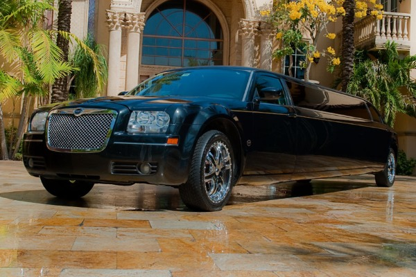 8 Person Chrysler 300 Limo Service Miami Airport