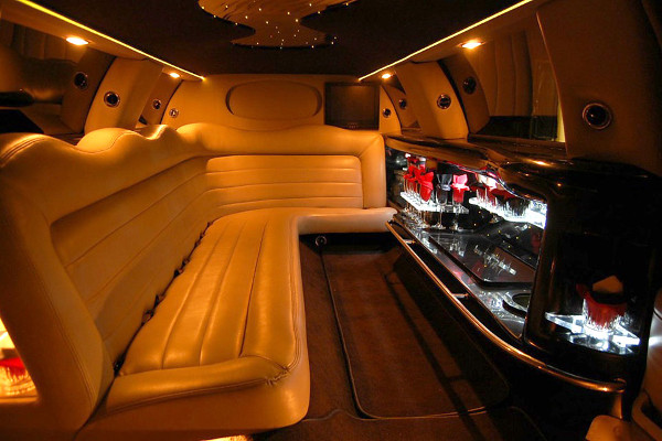 8 Person Lincoln Limo Service Miami Airport