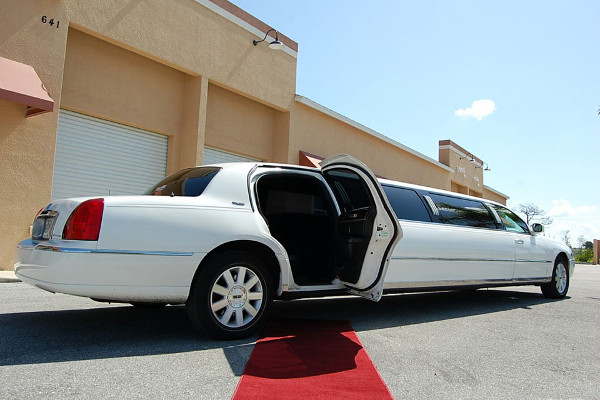8 Person Lincoln Stretch Limo Miami Airport